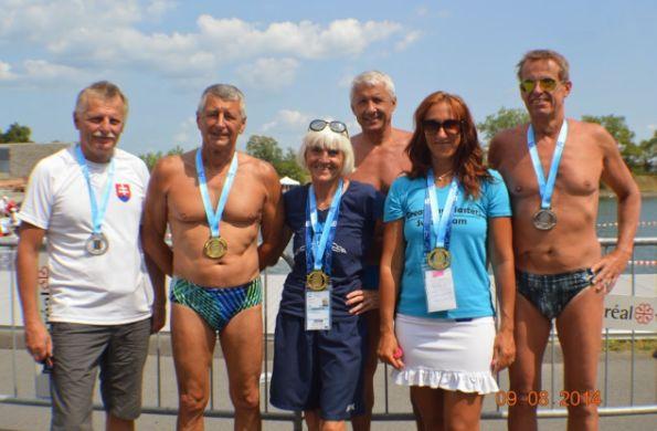 Peter Nahálka s plavcami na Majstrovstvách sveta v plávaní masters 2014 v Montreale