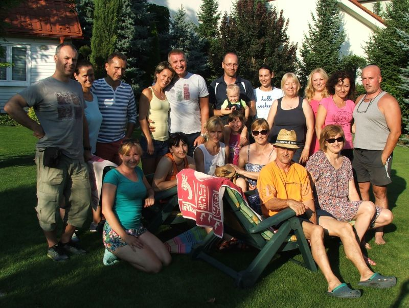 Členovia klubu PVK Bratislava na letnej záhradnej gril party