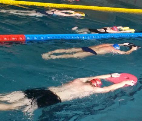 tréningová skupina masters plavcov