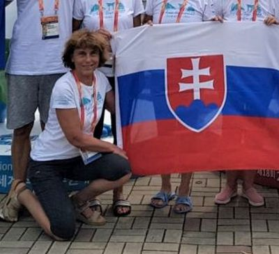 Hrdo pláva pod slovenskou zástavou