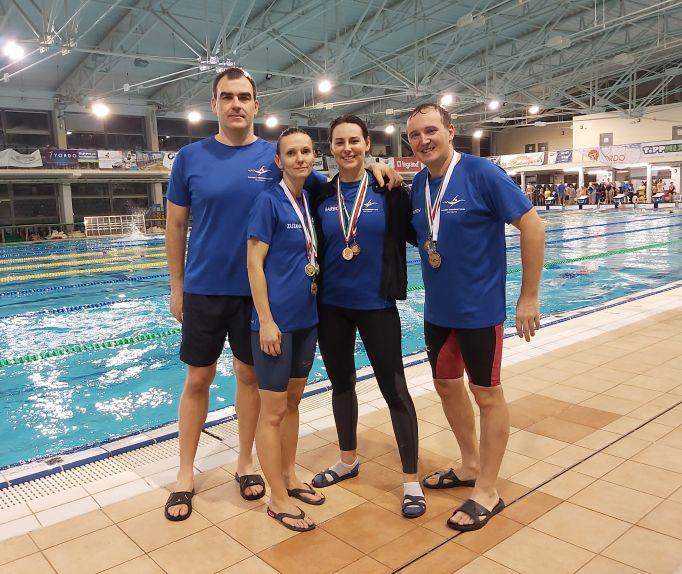 Štafeta PVK Bratislava na medzinárodných plaveckých pretekoch masters v Szentés